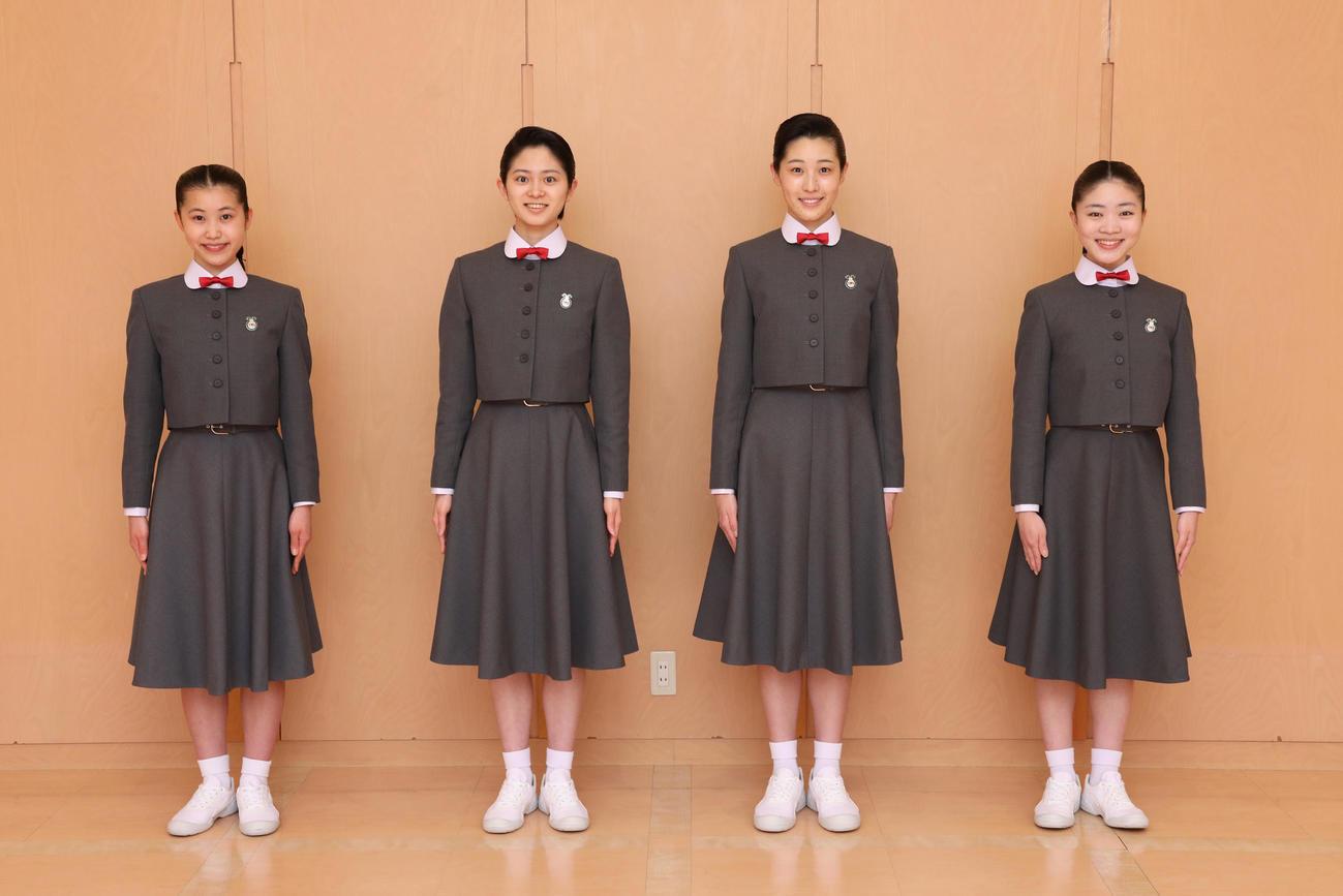 109期生を代表してコメントした(左から)濱谷咲希さん、千々松春紀さん、南平友里愛さん、若菜姫夏さん