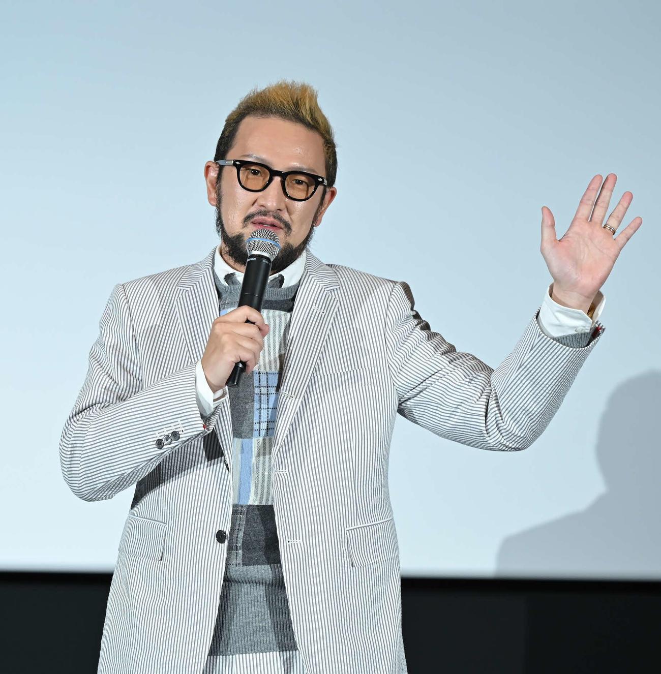 熊本ピカデリーの3面ライブスクリーン初披露の舞台あいさつに出席した中村獅童