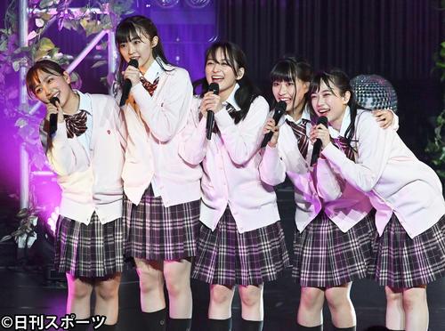 たこやきレインボーの左から堀くるみ、春名真依、清井咲希、根岸可蓮、彩木咲良(2021年3月14日撮影)