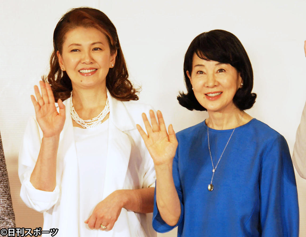 合同会見に出席した左から南野陽子、吉永小百合(撮影・松浦隆司)