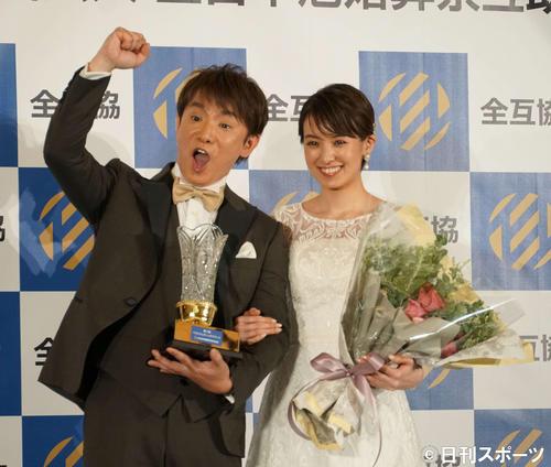 濱口優(左)南明奈夫妻