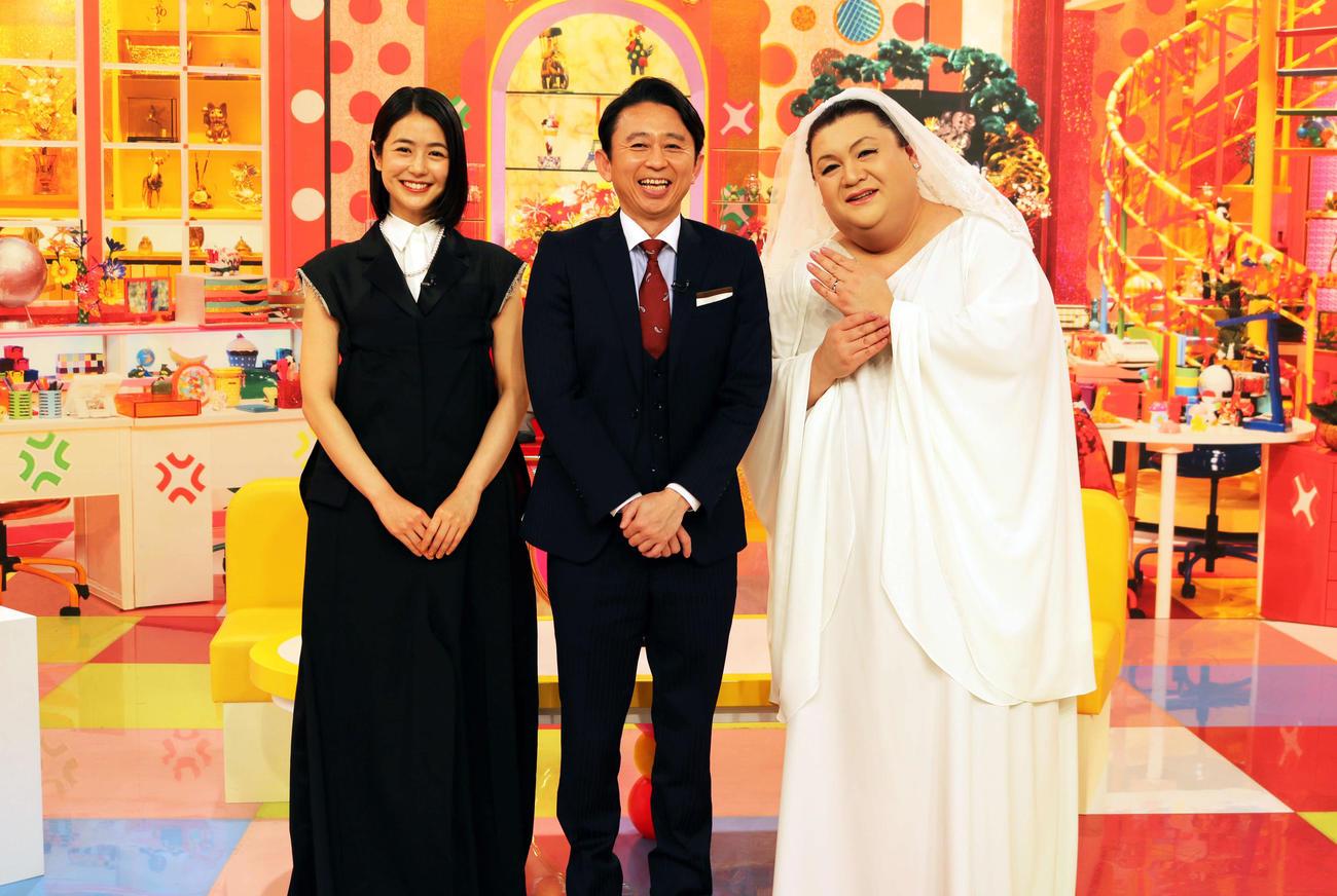テレビ朝日系バラエティー「マツコ&有吉 かりそめ天国」に出演した、左から夏目三久、有吉弘行、マツコ・デラックス