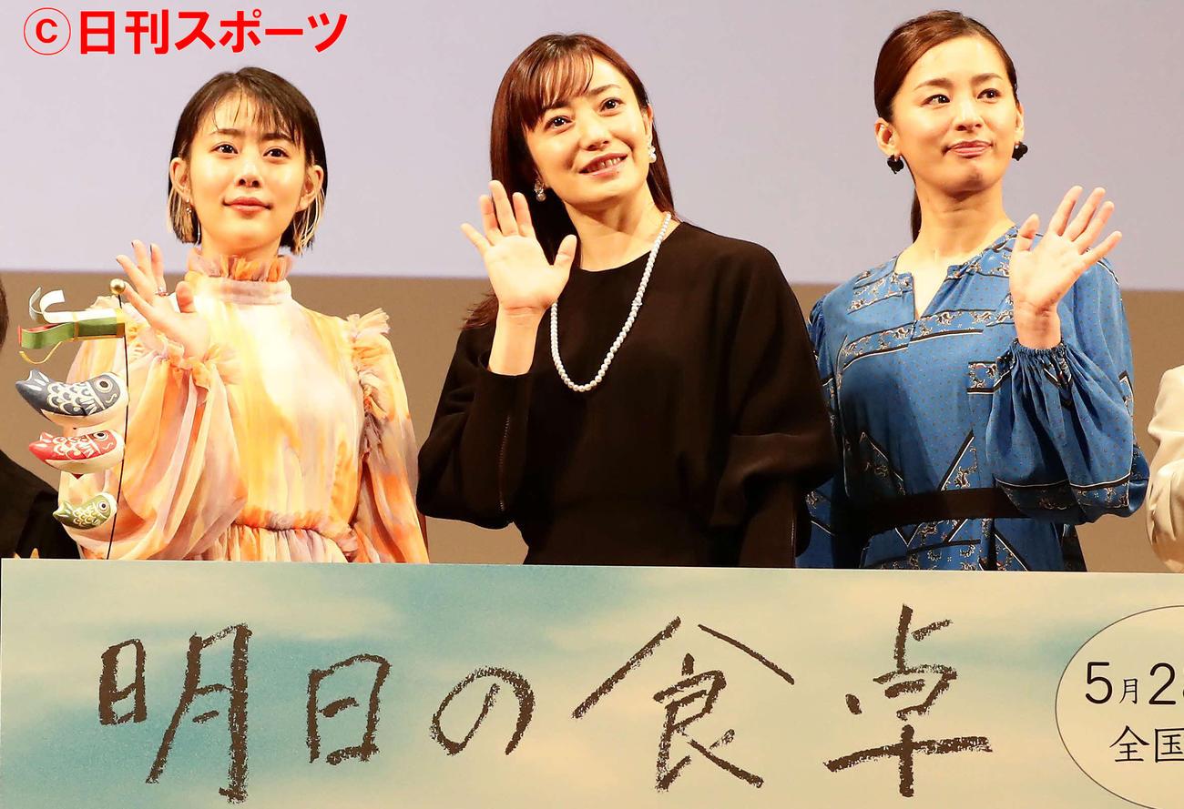 映画「明日の食卓」で母親役を演じた3人、左から高畑充希、菅野美穂、尾野真千子(撮影・丹羽敏通)