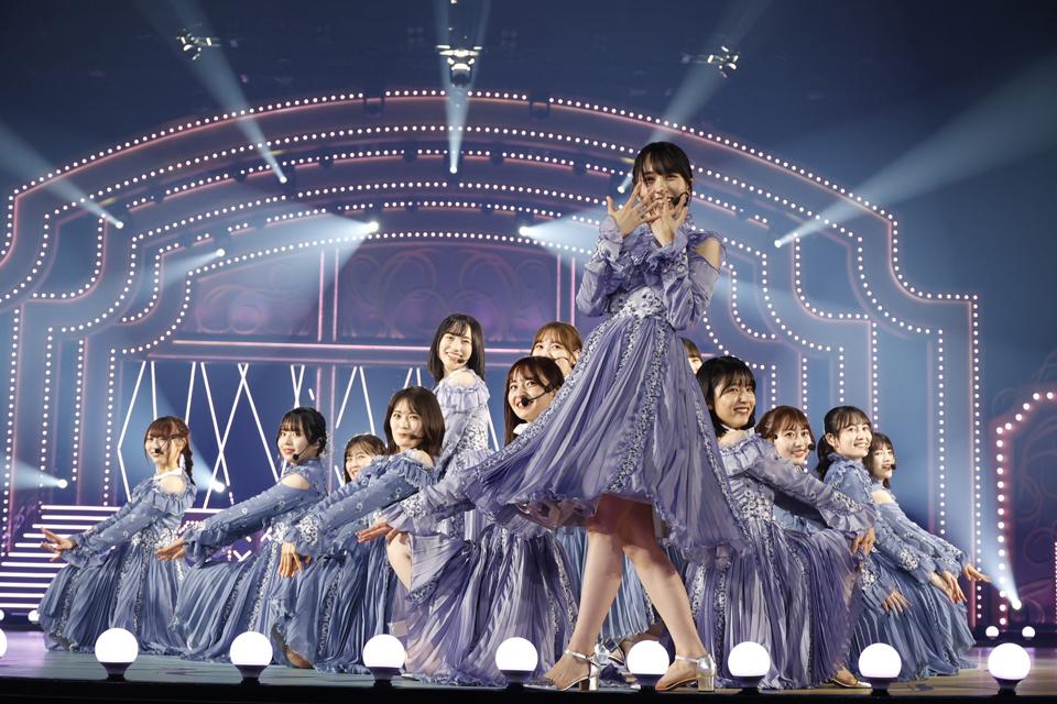 乃木坂46の4期生ライブでパフォーマンスする賀喜遥香(中央)ら