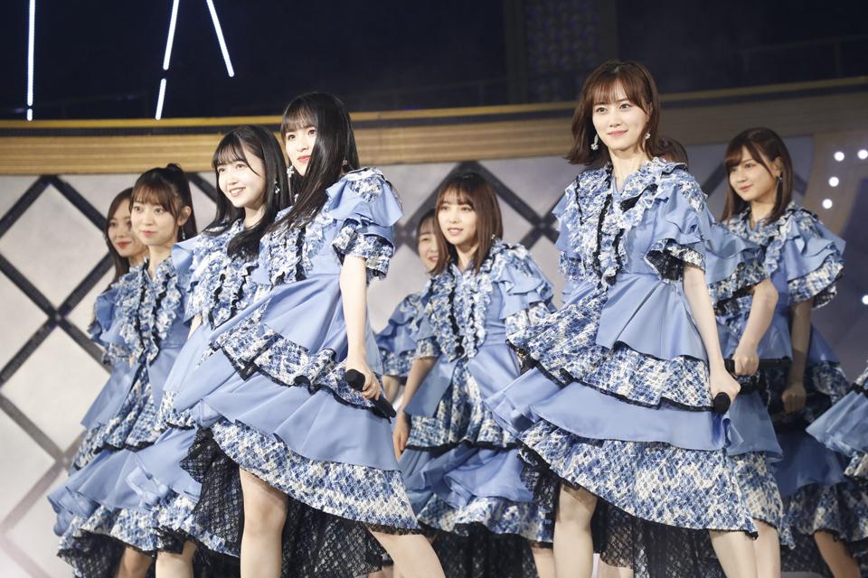 乃木坂46の3期生ライブでパフォーマンスするメンバーたち