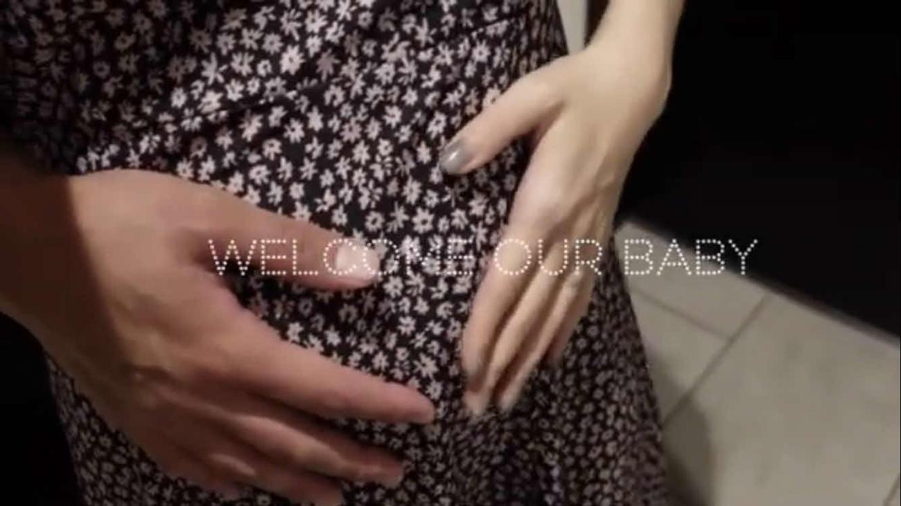 第1子妊娠を報告した板野友美(友chubeより)