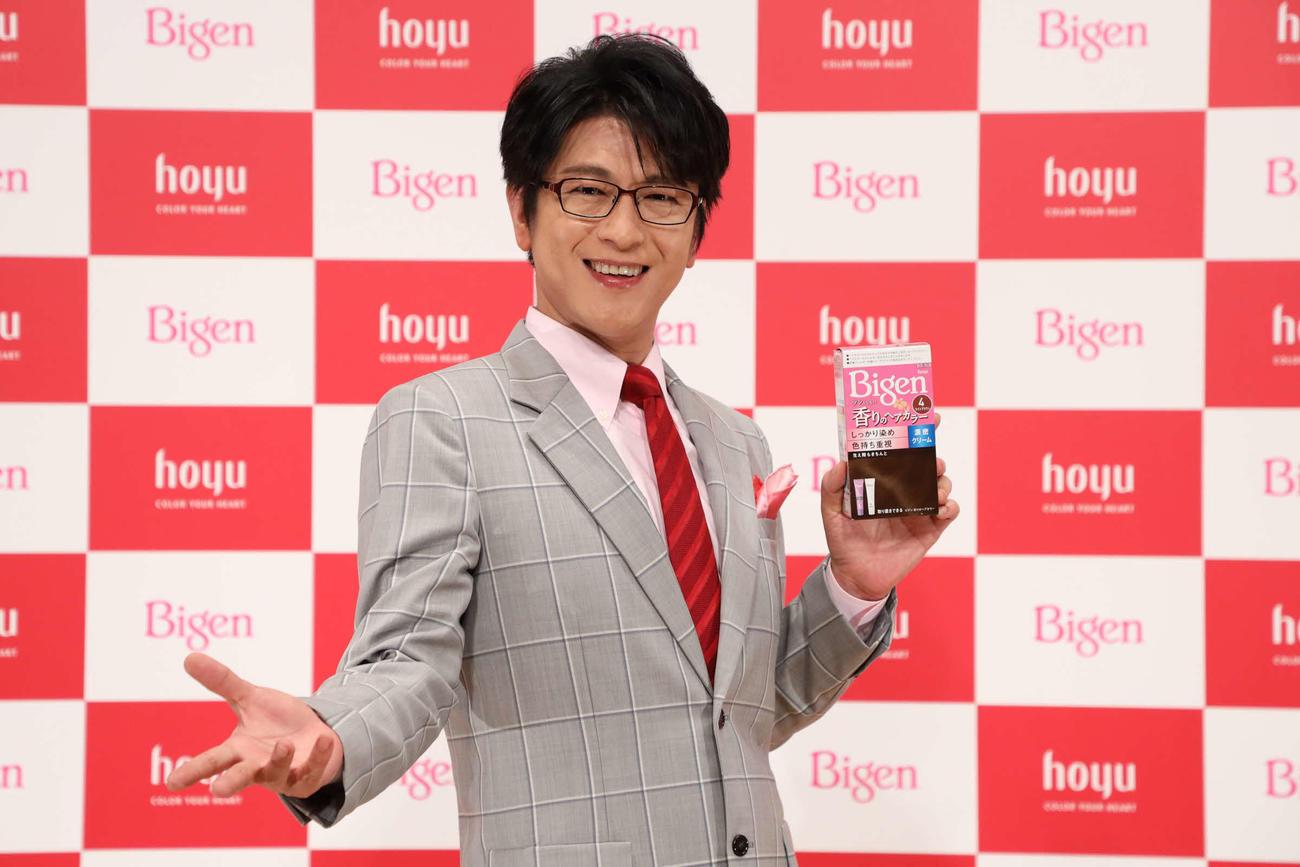 オンラインで行われたホーユーの白髪染め「ビゲン 香りのヘアカラー新CM発表会」に出席した及川光博
