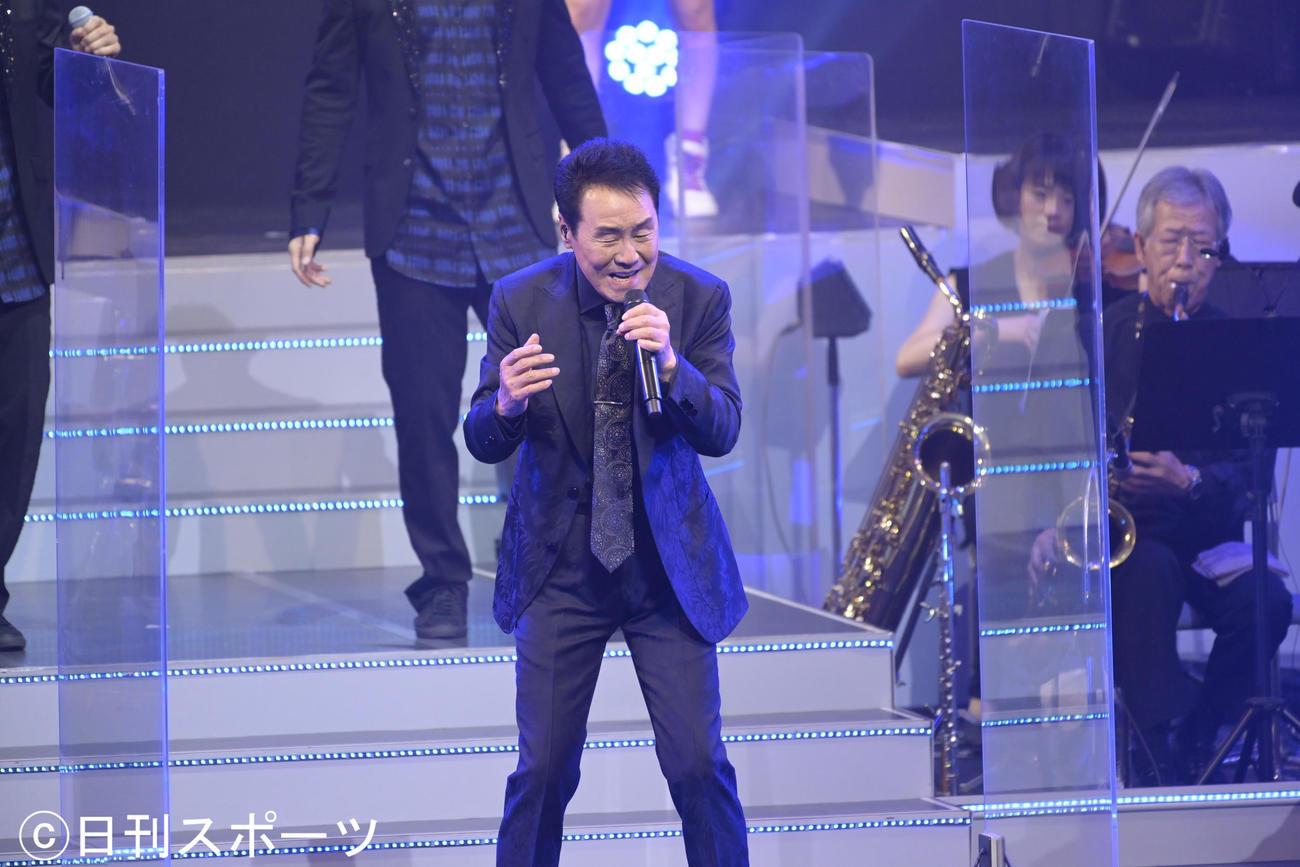 都内で開催された「ITSUKIフェス」で歌う五木ひろし