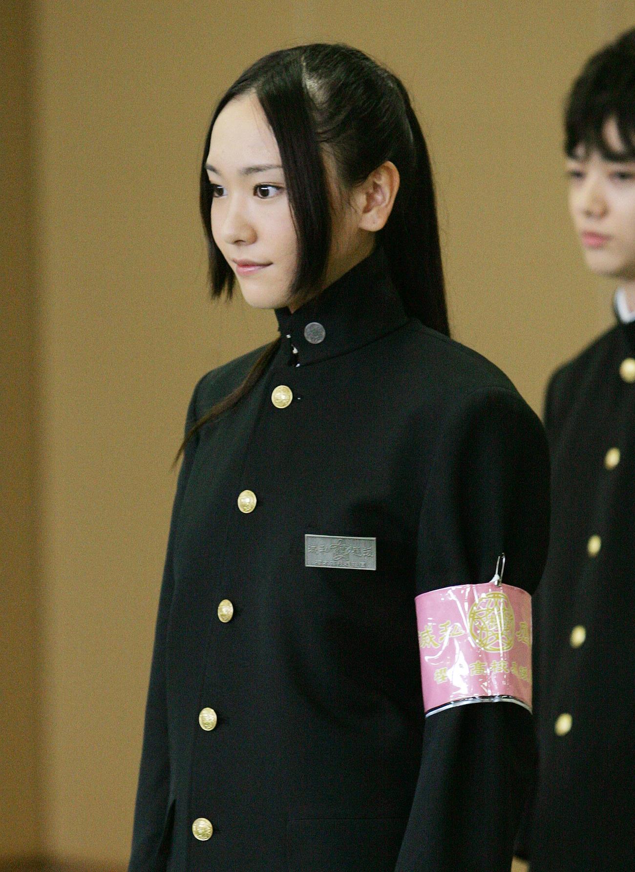 映画「フレフレ少女」で主演の新垣結衣は学ラン姿で凜々しい表情(2008年9月)