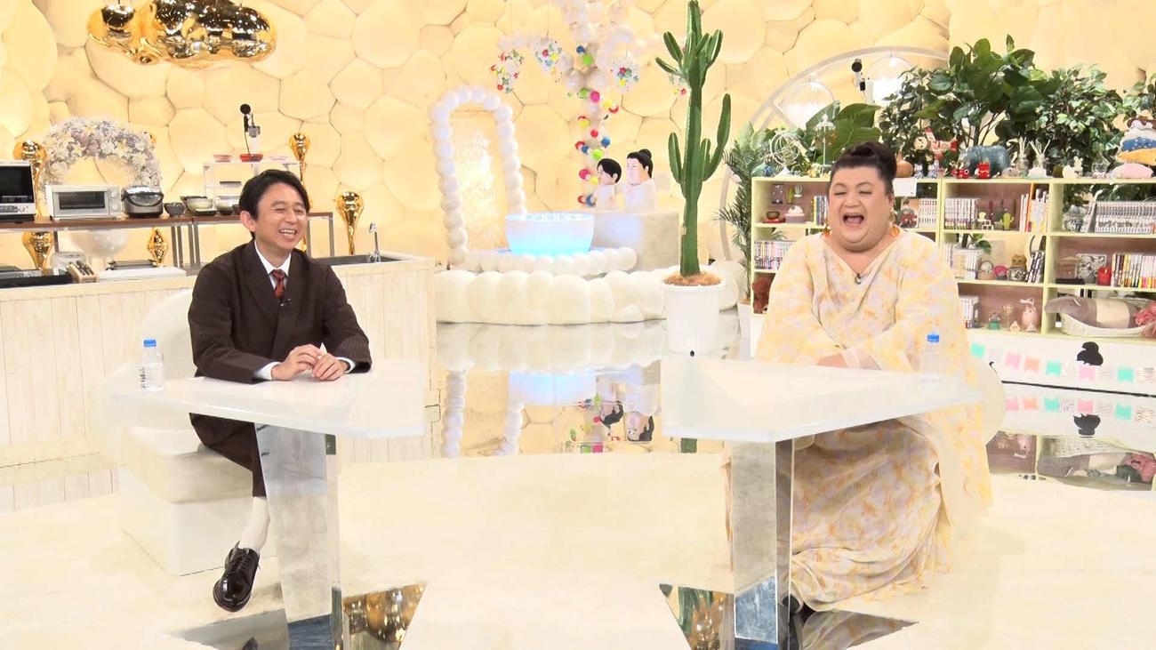 テレビ朝日系「マツコ&有吉 かりそめ天国」に出演する有吉弘行(左)とマツコ・デラックス