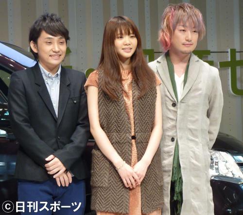 いきものがかり。左から水野良樹、吉岡聖恵、山下穂尊(2010年11月撮影)
