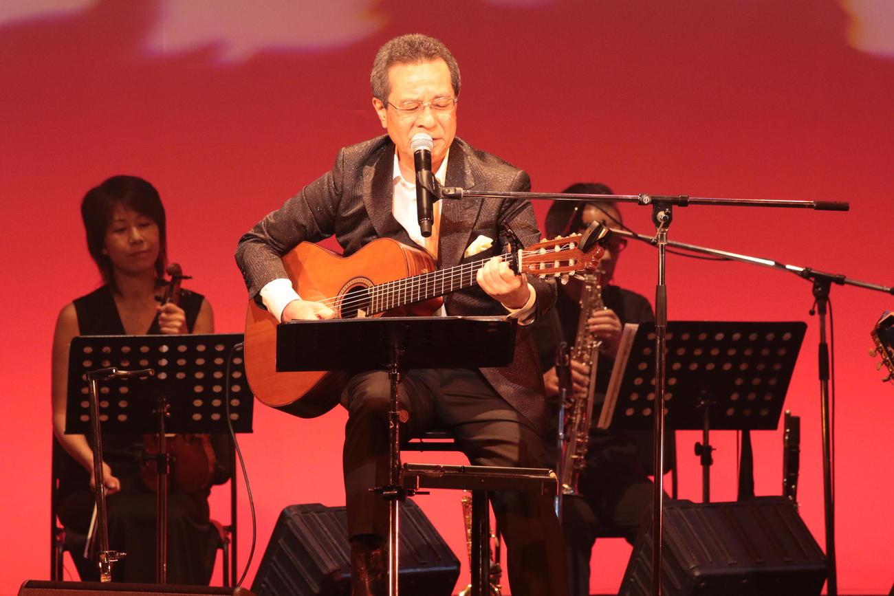 音楽生活55周年記念ライブを行った弦哲也氏