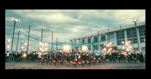 新潟・新発田中央高の生徒も参加したNGT48の新曲「Awesome」のミュージックビデオ(C)Flora