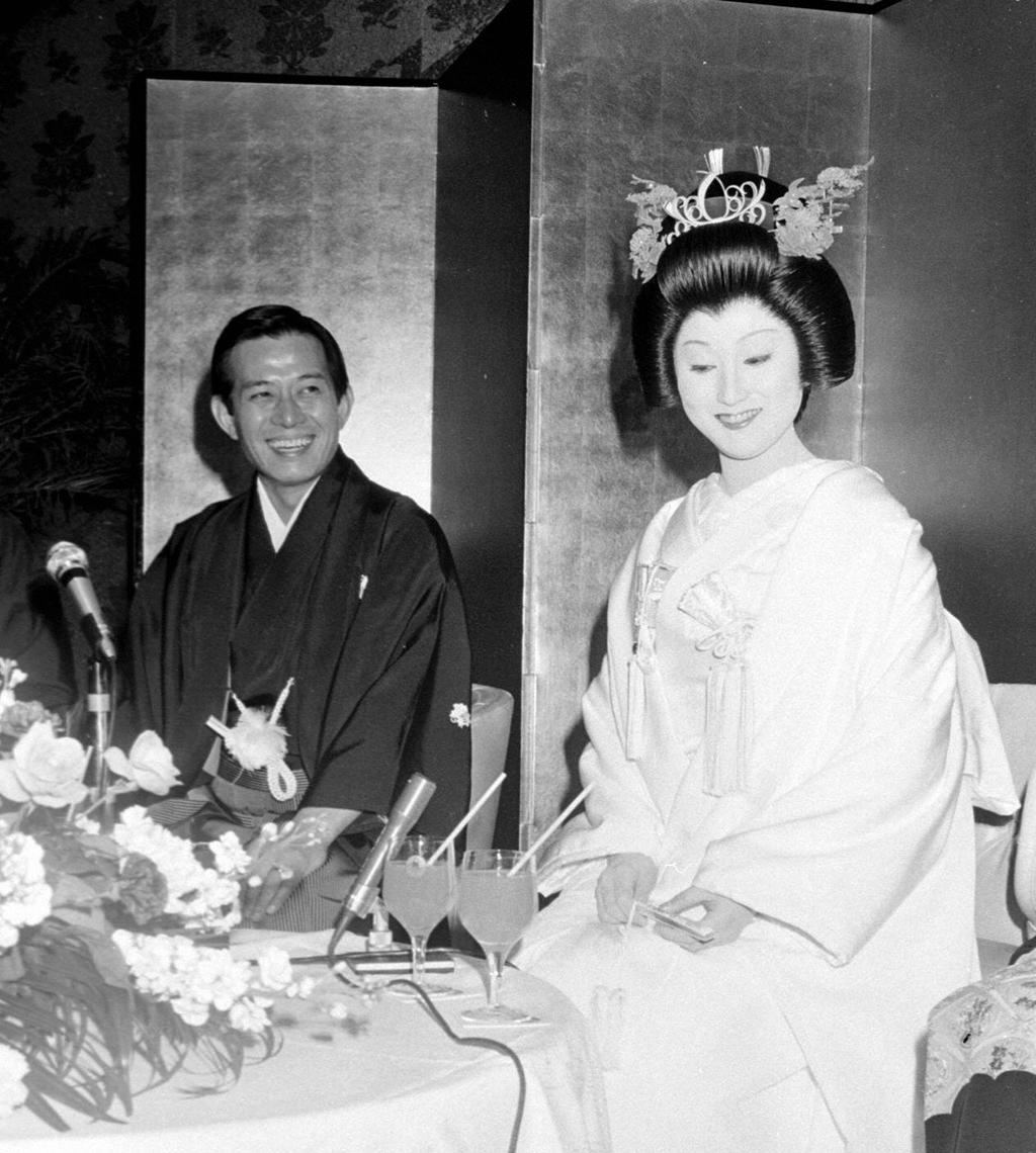 挙式を行う船戸順さんと岩井友見(1976年12月撮影)