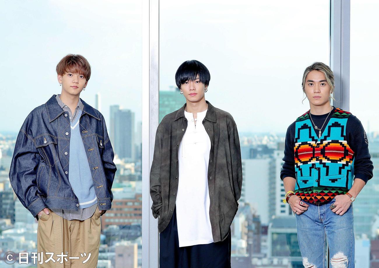 「BATTLE OF TOKYO」プロジェクトの新アルバム「TIME 4 Jr.EXILE」を発表する、左からFANTASTICS中島颯太、THE RAMPAGE川村壱馬、BALLISTIK BOYZ砂田将宏(撮影・河田真司)