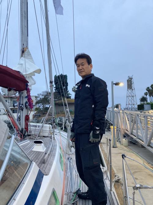 ヒゲを剃り、日本へ向け再びヨット太平洋横断に出発した辛坊治郎キャスター(ニッポン放送提供)
