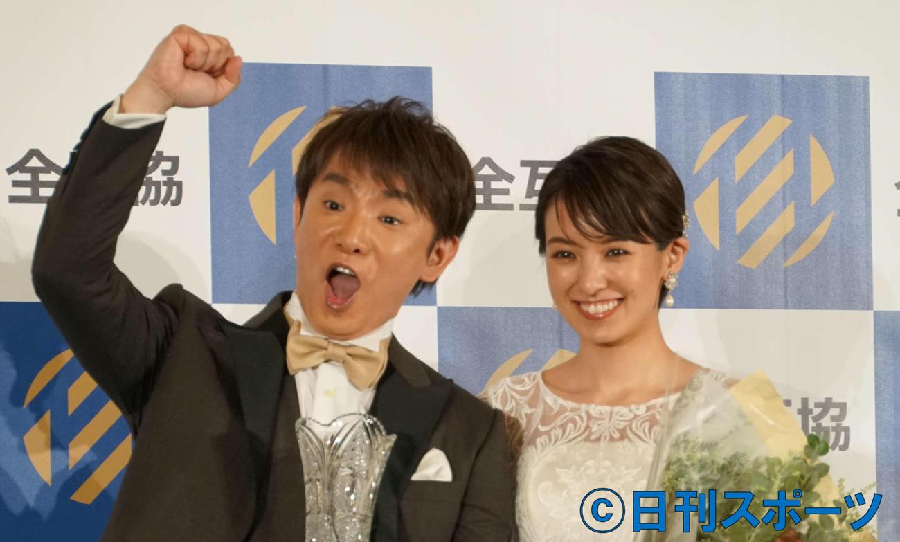 浜口優(右)南明奈夫妻(2019年12月撮影)