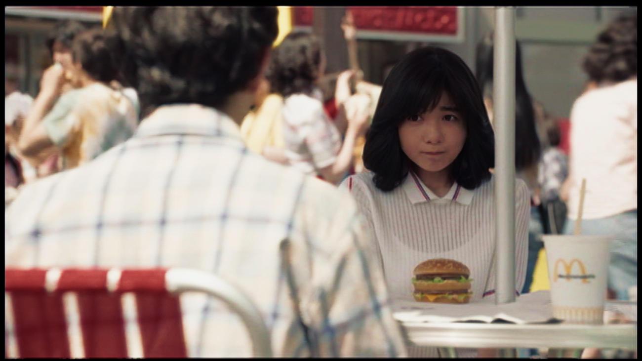 マクドナルドの新CMで中学生の少女役を演じる宮崎美子