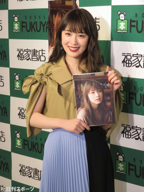 19年2月 写真集発売記念イベントに出席した高山一実