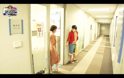 フジテレビ系「ワンピースバラエティ 海賊王におれはなるTV」で、ルフィと遭遇する久慈暁子アナウンサー(C)フジテレビ