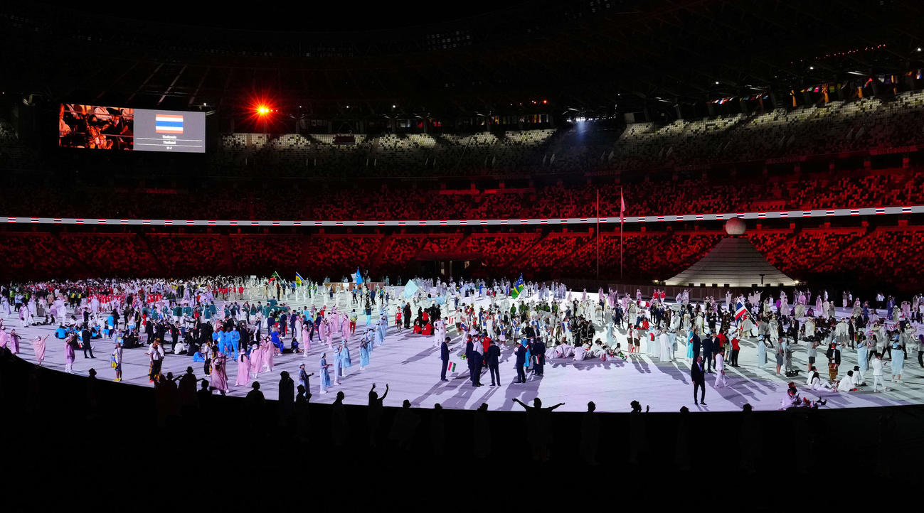 東京五輪開会式で入場行進を行う各国の選手団(撮影・江口和貴)