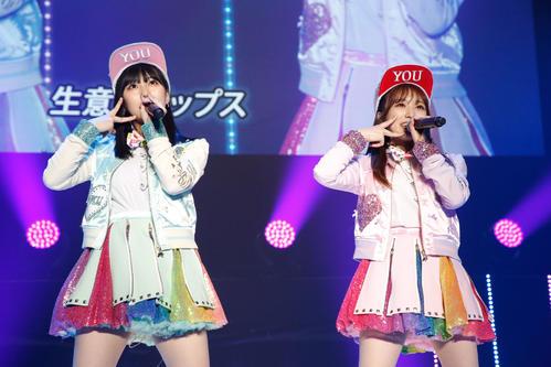 「HKT48 リクエストアワー セットリストベスト50 2021」昼公演で「生意気リップス」を披露する田中美久(左)と矢吹奈子