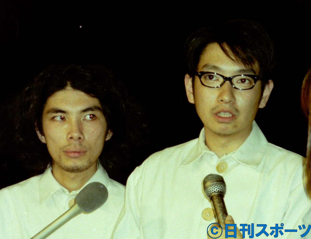 会見する片桐仁(左)と小林賢太郎(2000年5月撮影)