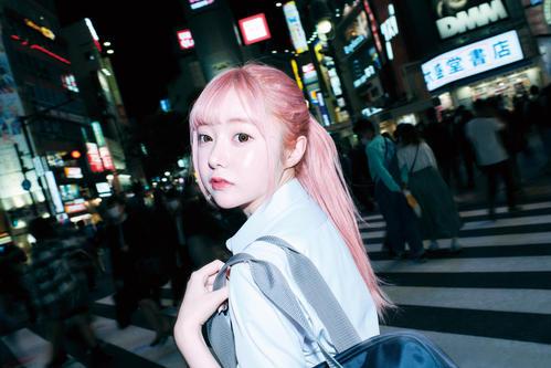 20歳で亡くなったアイドル望月めるさん、写真集「mell」刊行