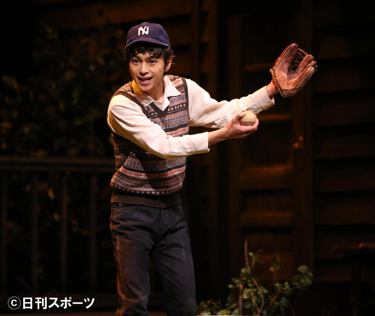 舞台「ブライトン・ビーチ回顧録」公開ゲネプロで熱演する佐藤勝利(撮影・阿部泰斉)