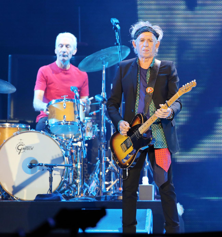 ローリング・ストーンズ東京ドーム公演 チャーリー・ワッツさん(左)。右はキース・リチャーズ(2014年2月撮影)