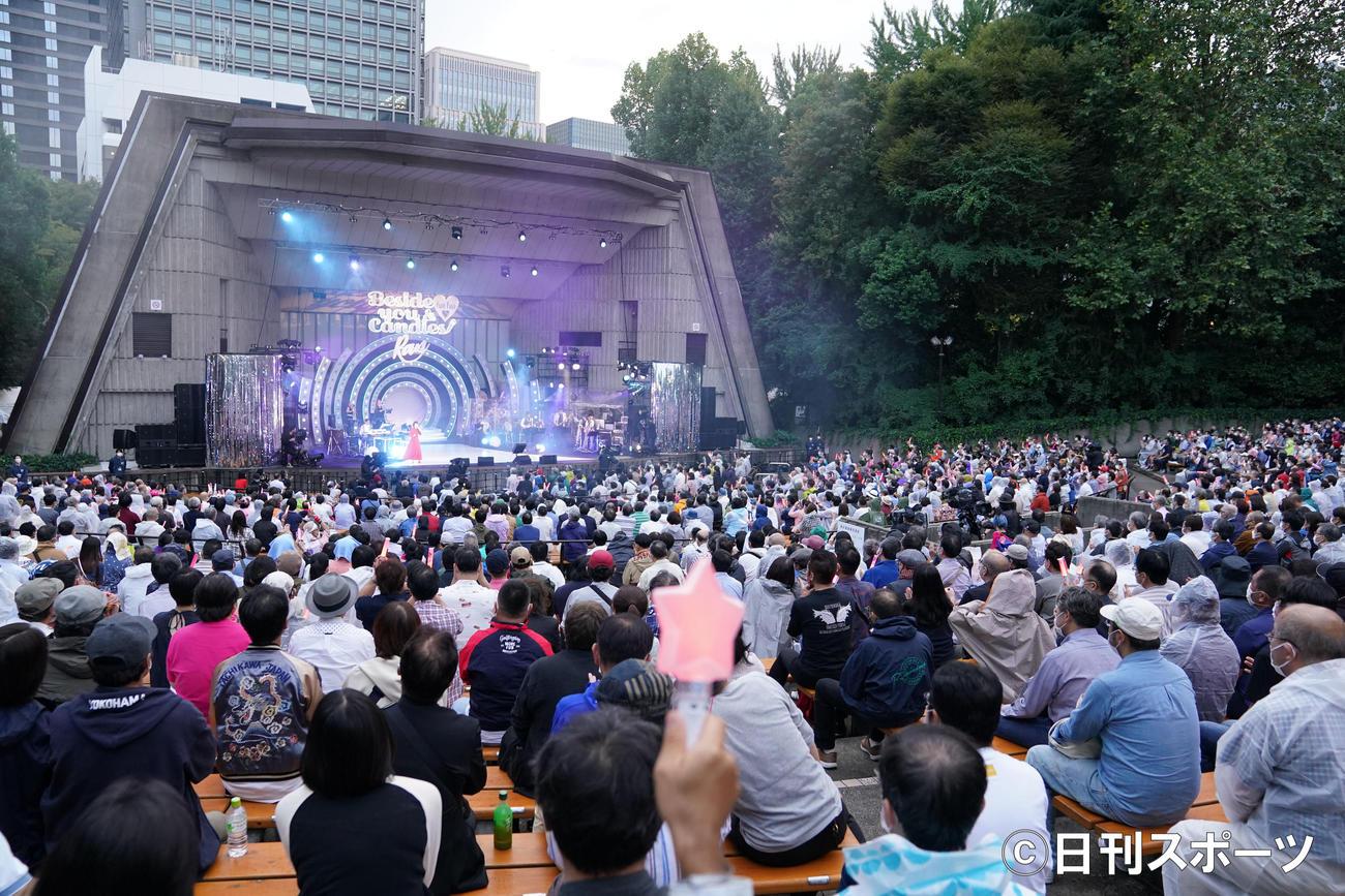 日比谷野外大音楽堂で熱唱する伊藤蘭(撮影・横山健太)