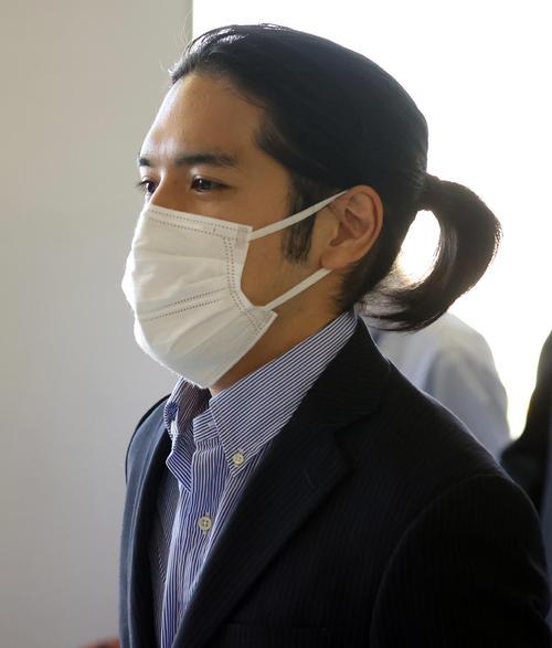 成田空港に到着した小室圭さん(撮影・狩俣裕三)
