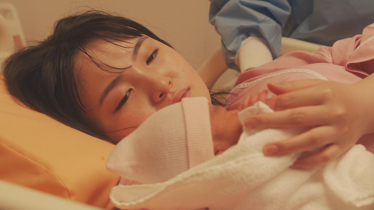 NHKドキュメンタリードラマ「命のバトン」で初めて子供を出産する役柄に挑戦した鈴木梨央