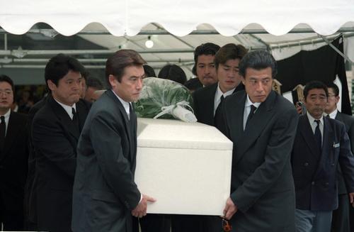 98年10月1日 石原プロ同僚の秋山武史さん告別式