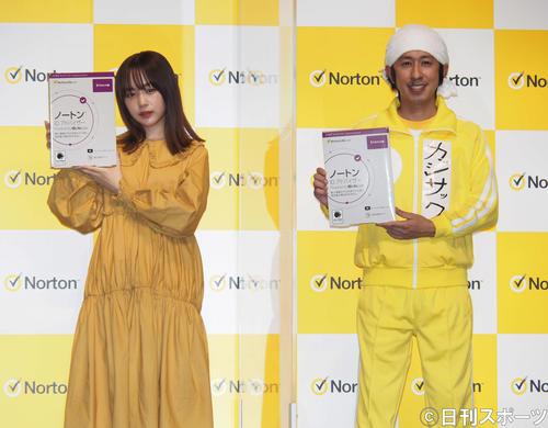 「ノートンIDアドバイザー」新機能発表会に出席したなえなの(左)とカジサック(撮影・遠藤尚子)