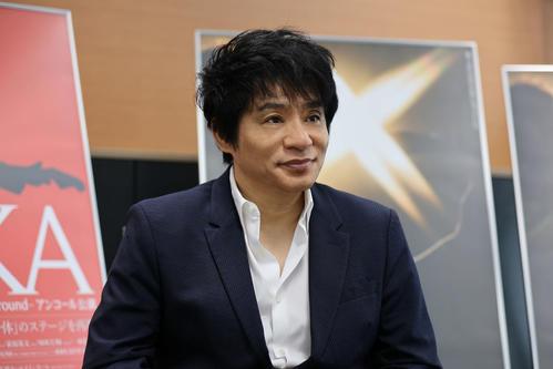 インタビューに答えるASKA(新井秀幸氏撮影)