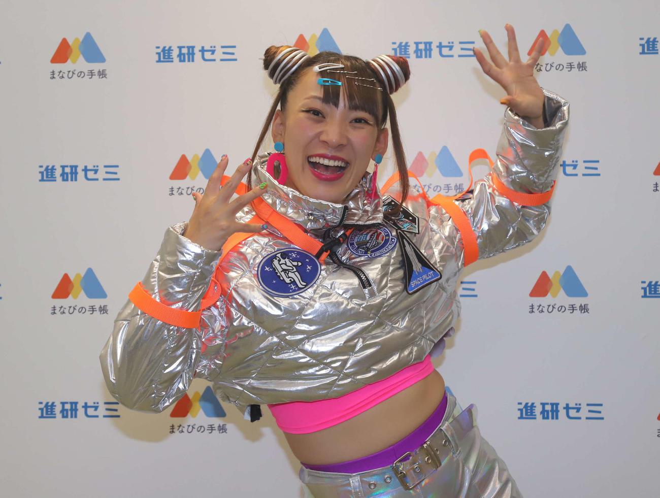進研ゼミこども大学「無重力ライブ授業」に出演したフワちゃん