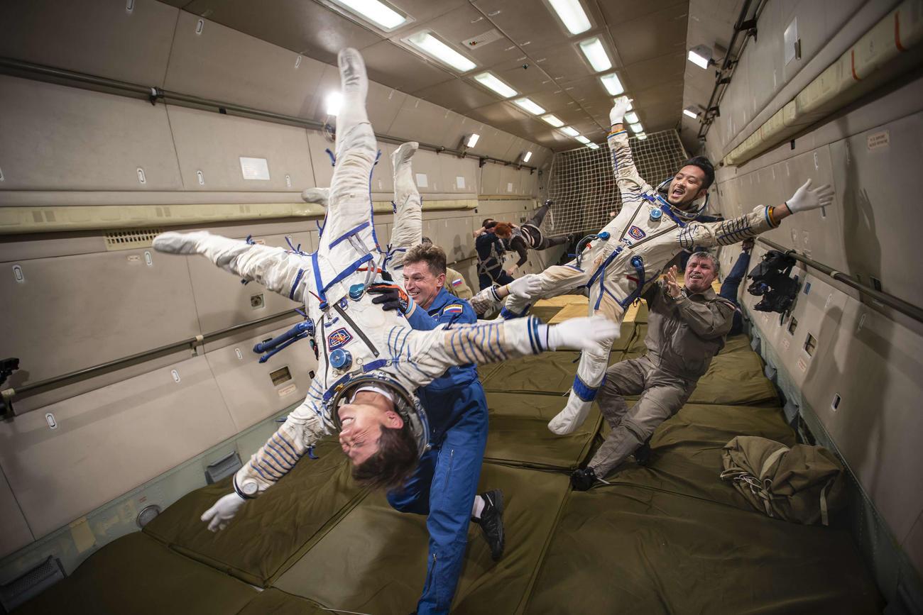 これまでの訓練の中で、無重力訓練を行う前澤友作氏(手前)(C)Yusaku Maezawa