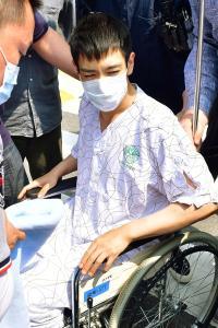 大麻吸引BIGBANGのT.O.P車いす姿で退院 - 韓国エンタメ : 日刊スポーツ