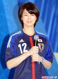 テレ朝・上山千穂アナ、10年愛実らせ弁護士と結婚 - 女子アナ : 日刊スポーツ