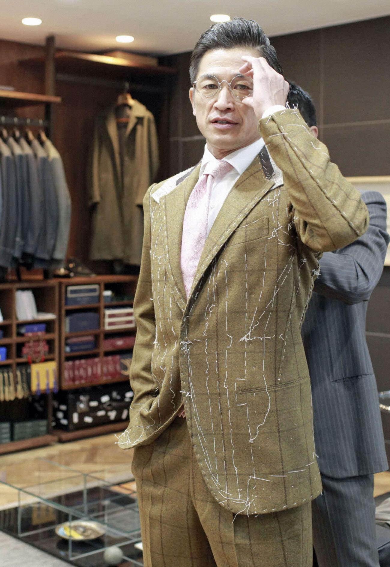 カズがファッション誌表紙、スーツへのこだわり語る , 芸能