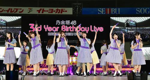 乃木坂46デビュー3周年記念バースデーライブ 3rd Year Birthday Liveに臨む乃木坂46=2015年2月22日