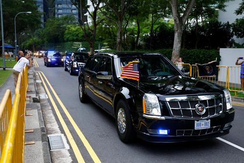 米朝首脳会談の会場に向かうトランプ米大統領が乗った車(ロイター)