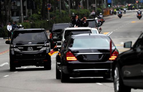 米朝首脳会談の会場に向かう金正恩・朝鮮労働党委員長が乗った車(ロイター)