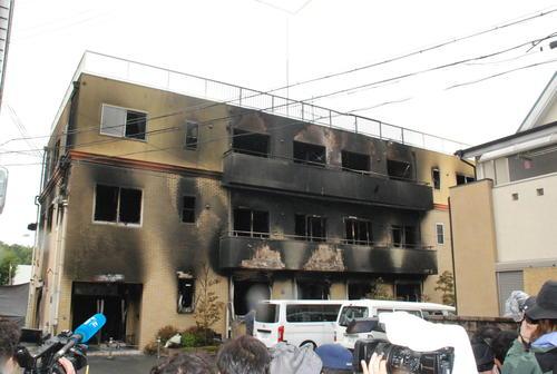 壁が黒く焼けこげた京都アニメーション(2019年7月19日撮影)