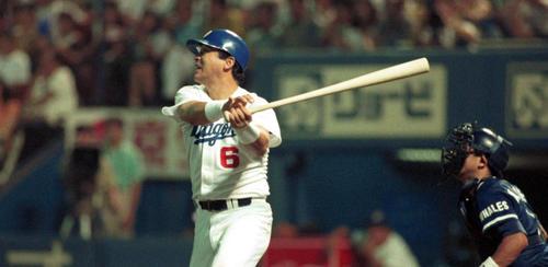 1991年サヨナラ本塁打を放つ落合博満