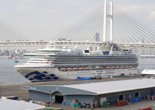 横浜港に停泊中のクルーズ船「ダイヤモンド・プリンセス(共同)