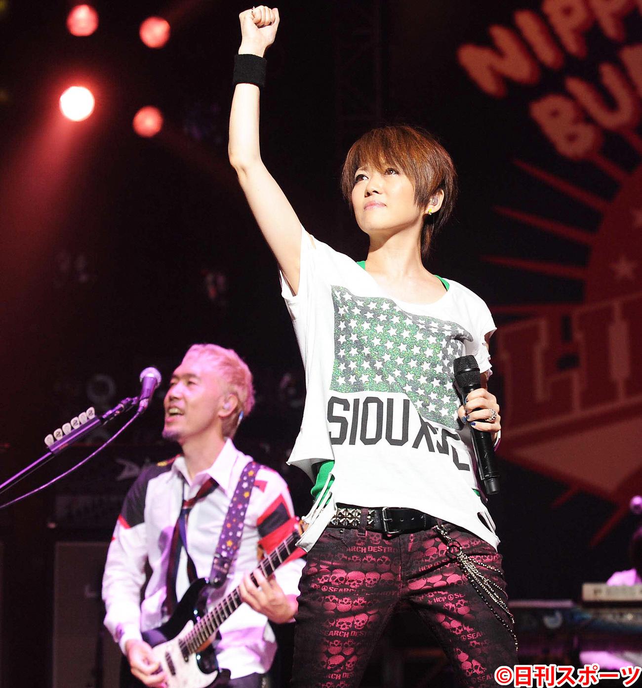 リンドバーグ渡瀬マキ(右)(2009年9月28日撮影)