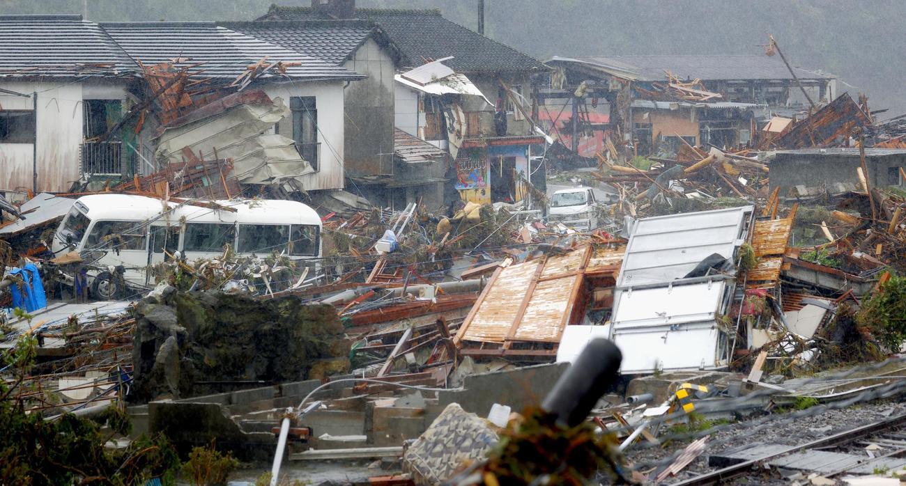 豪雨被害を受けた熊本県球磨村の住宅地(共同)