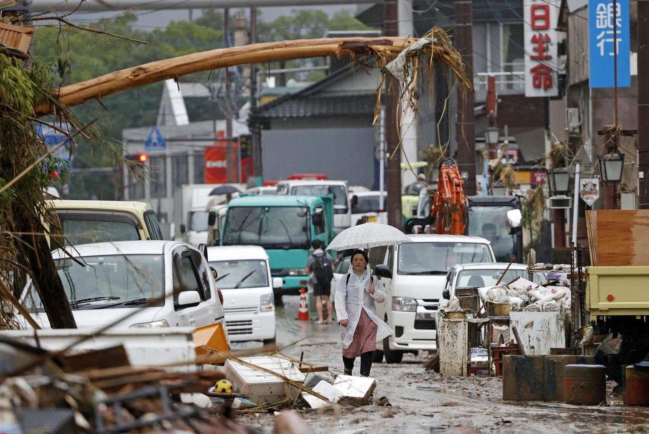 浸水被害を受けた熊本県人吉市の市街地(共同)